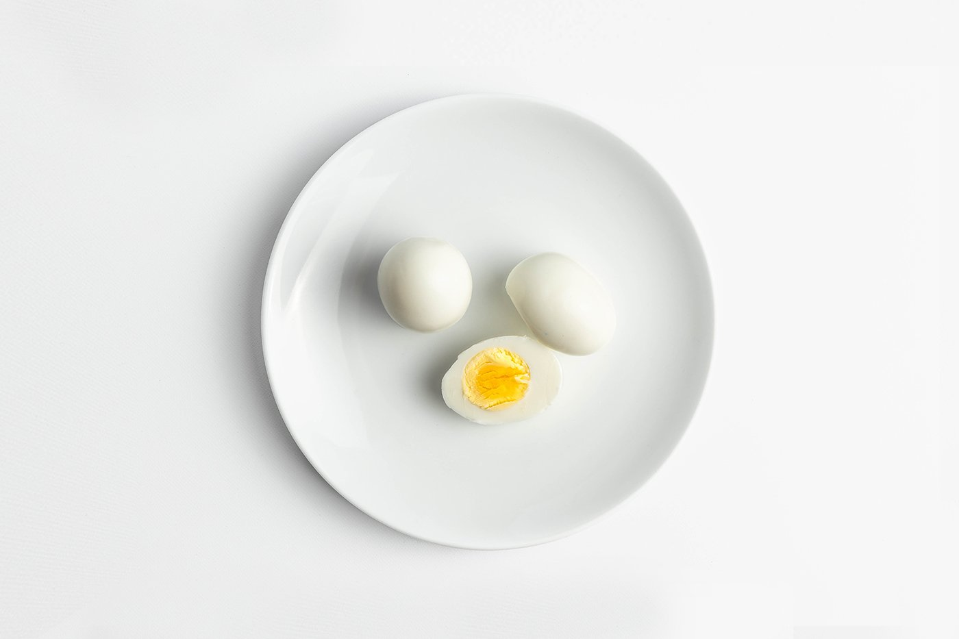 Peeled Hard Boiled Eggs Product Image